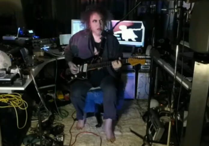 Robert Smith toca The Cure