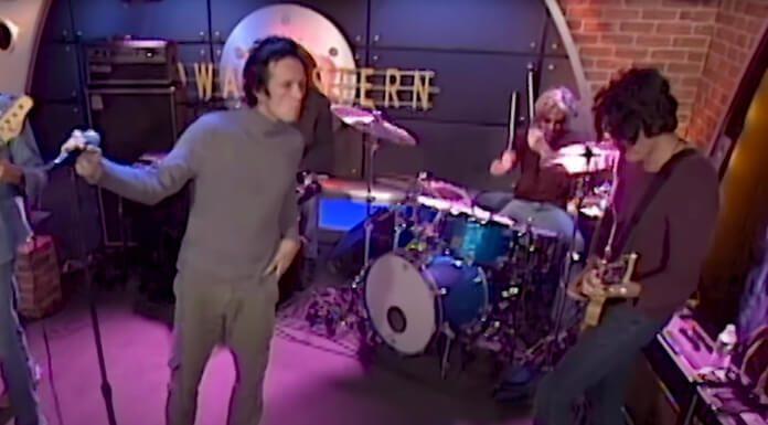 Stone Temple Pilots tocando Beatles