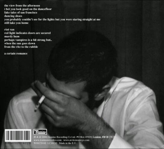 Verso da capa do Arctic Monkeys