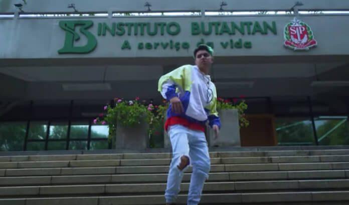 MC Fioti em clipe no Instituto Butantan