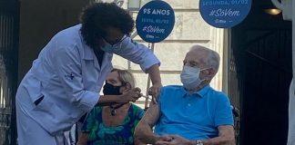 Orlando Drummond é vacinado contra a COVID