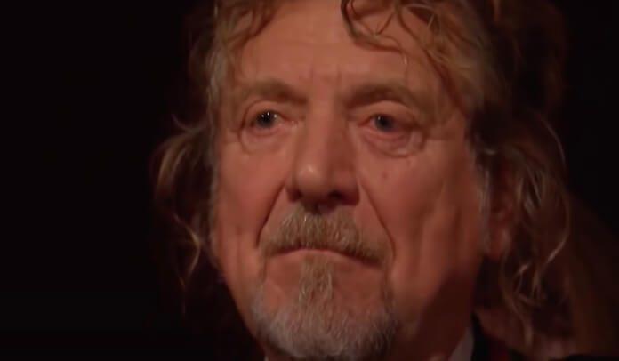 Robert Plant chorando em tributo ao Led Zeppelin