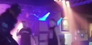 Attila agride seguranças durante show