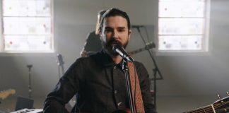 Dashboard Confessional realiza primeiro show após grave acidente de Chris Carrabba
