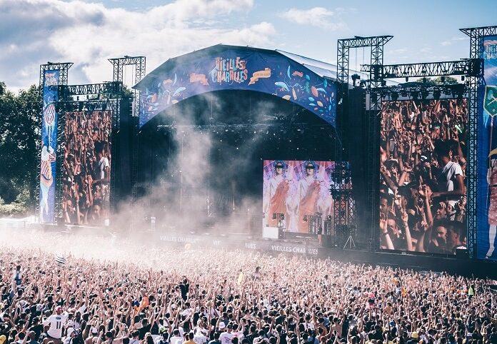 Governo francês determina limite de pessoas para festivais de música no verão de 2021