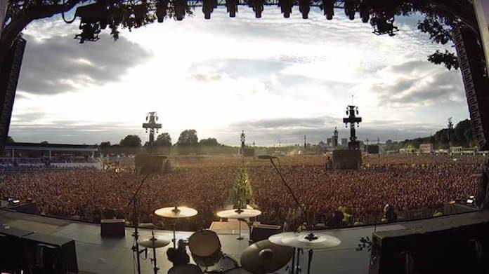 Plateia do Green Day cantando
