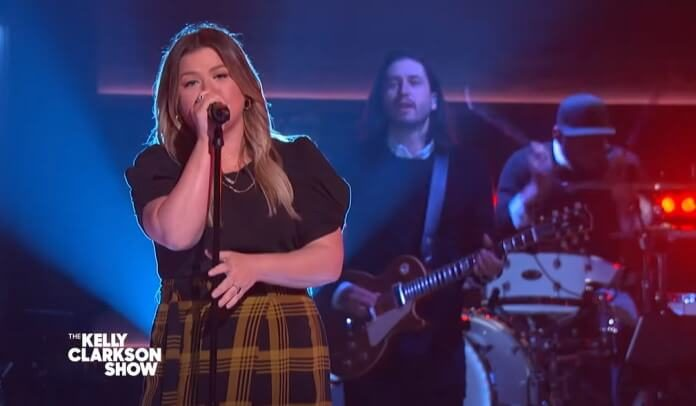 Kelly Clarkson canta Foo Fighters