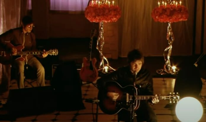 Oasis cantando Beatles em 2006