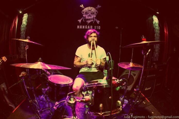 Ale Iafelice, baterista do Rancore, no Hangar 110