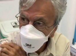 Caetano Veloso é vacinado contra a COVID-19