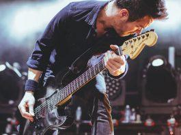 Músico e Guitarra