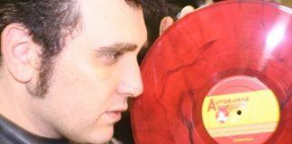 Gabriel Thomaz e vinil do Autoramas