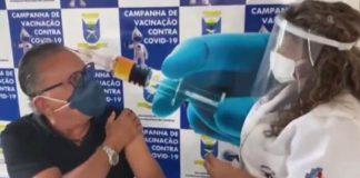 Galvão Bueno é vacinado contra a COVID-19