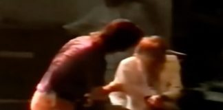 Kurt Cobain reclamando com Krist Novoselic