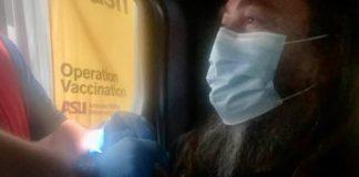 Max Cavalera recebe vacina contra a COVID