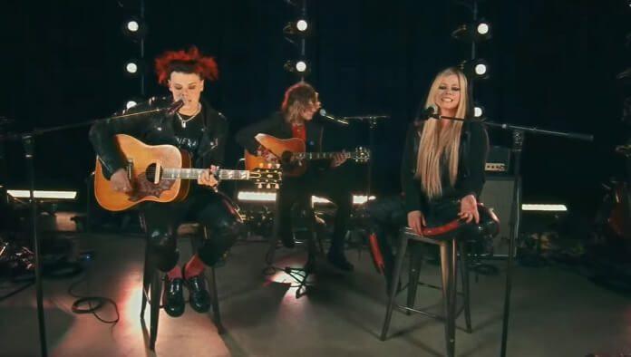YUNGBLUD e Avril Lavigne cantam juntos