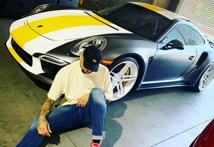 Chris Brown e seu Porsche