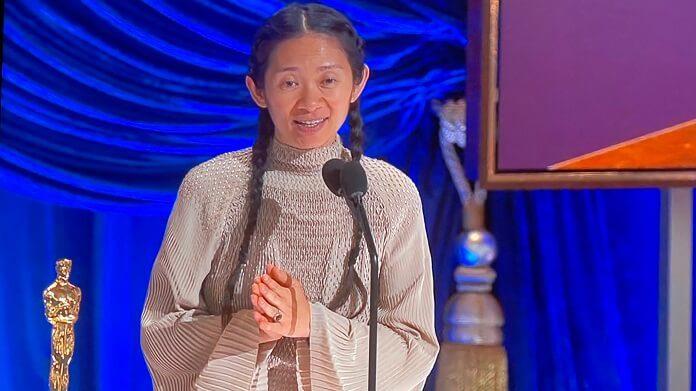 Chloé Zhao se torna a primeira mulher asiática a ganhar o Oscar de Melhor Direção com
