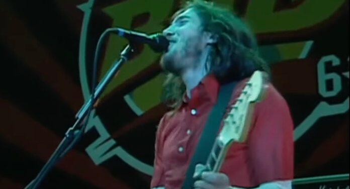 John Frusciante rindo de Flea