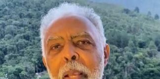 Gilberto Gil dá parabéns a Roberto Carlos