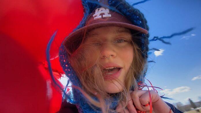girl in red lança seu disco de estreia, if i could make it go quiet