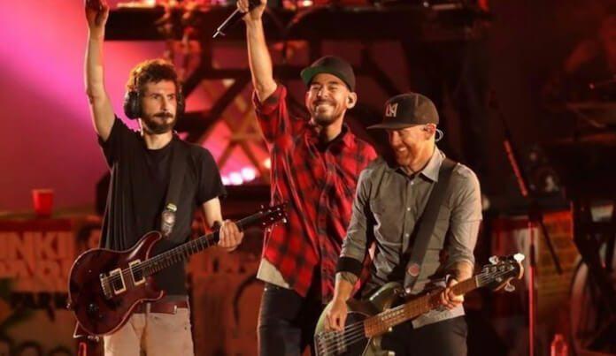 Linkin Park cantando