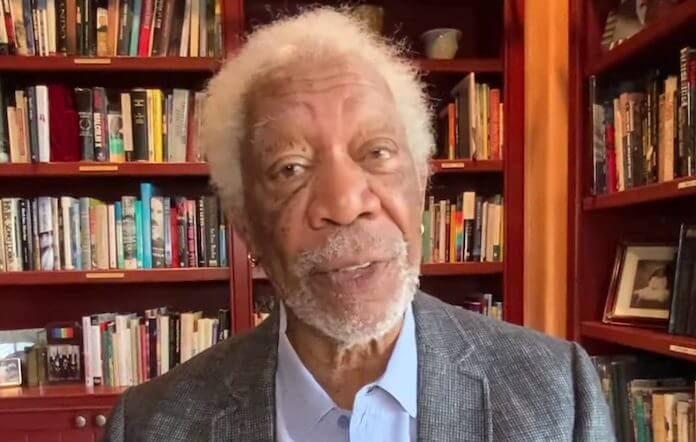 Morgan Freeman faz apelo por vacina da COVID
