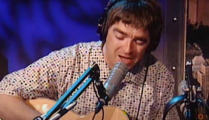 Noel Gallagher tocando