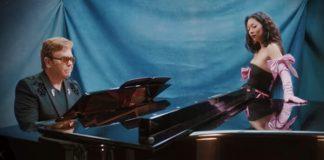 "Rina Sawayama convida Elton John para versão belíssima de ""Chosen Family"""
