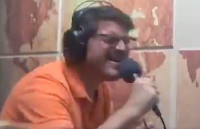 Rodrigo Constantino cantando Bryan Adams