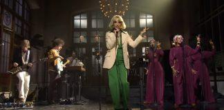 St. Vincent apresenta duas músicas do seu próximo disco no Saturday Night Live