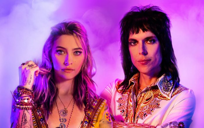 The Struts com Paris Jackson