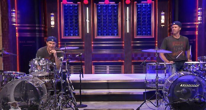 Duelo de bateria de Chad Smith e Will Ferrell