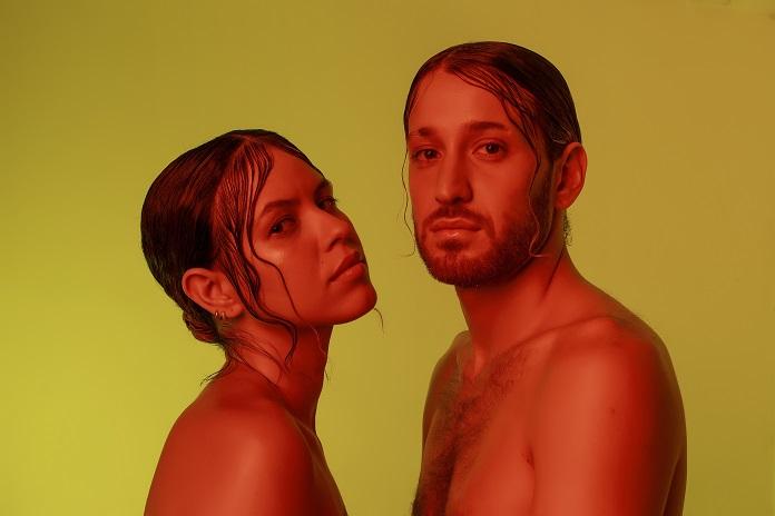 Mateo (Francisco, el Hombre) e Luê lançam apostam na sensualidade em novo clipe