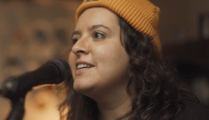 Bibiana Petek faz cover de Alcione