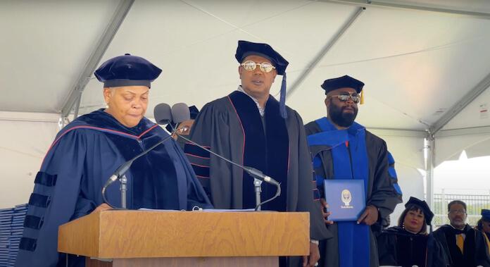 Master P recebe diploma de doutorado