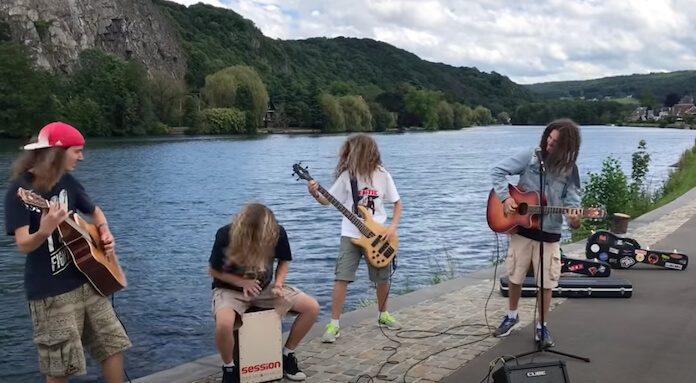 MixedUpEverything tocando Metallica