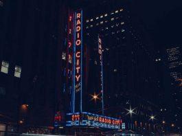 Radio City Music Hall irá reabrir com 100% da capacidade e sem uso de máscaras em Junho