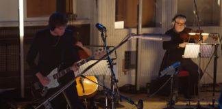 """Royal Blood grava versão de """"Limbo"""" com orquestra no Abbey Road Studios"""