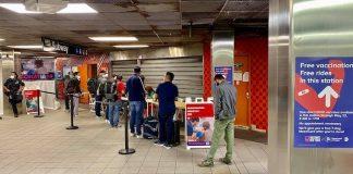 Vacina contra COVID no metrô de NY