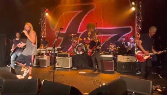Foo Fighters toca a clássica