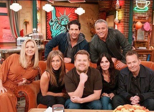 """Elenco de Friends canta música tema da série no """"Carpool Karaoke"""""""