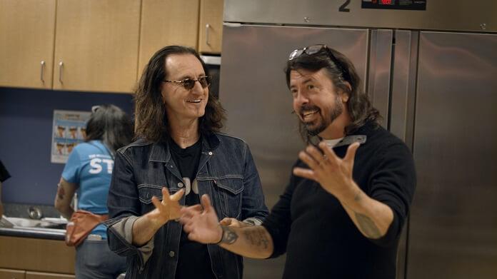 Geddy Lee (Rush) conta para Dave Grohl em série como é ser filho de sobreviventes do Holocausto