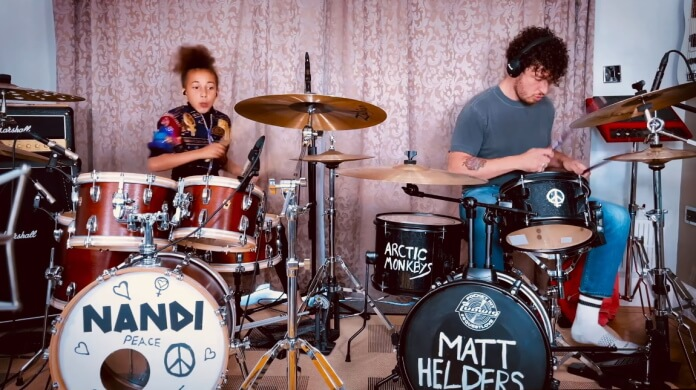 Nandi Bushell e Matt Helders