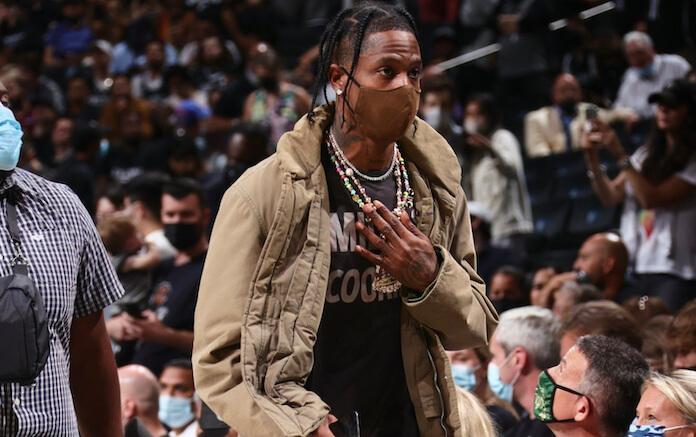 Travis Scott usa tênis do Iron Maiden em jogo da NBA