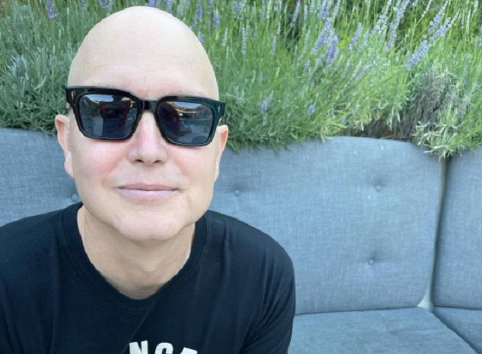 Mark Hoppus, do blink-182, aparece careca