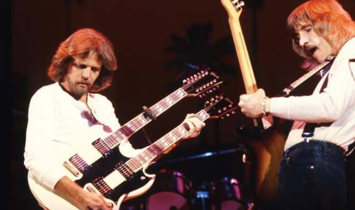 Don Felder e Joe Walsh tocando