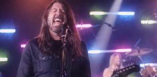 Foo Fighters manda ver em cover de hit dos Bee Gees