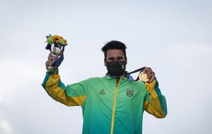 Italo Ferreira é o primeiro campeão do surf nas Olimpíadas e famosos reagem à vitória