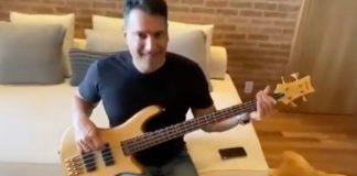 Luiz Carlos Jr tocando Metal no baixo